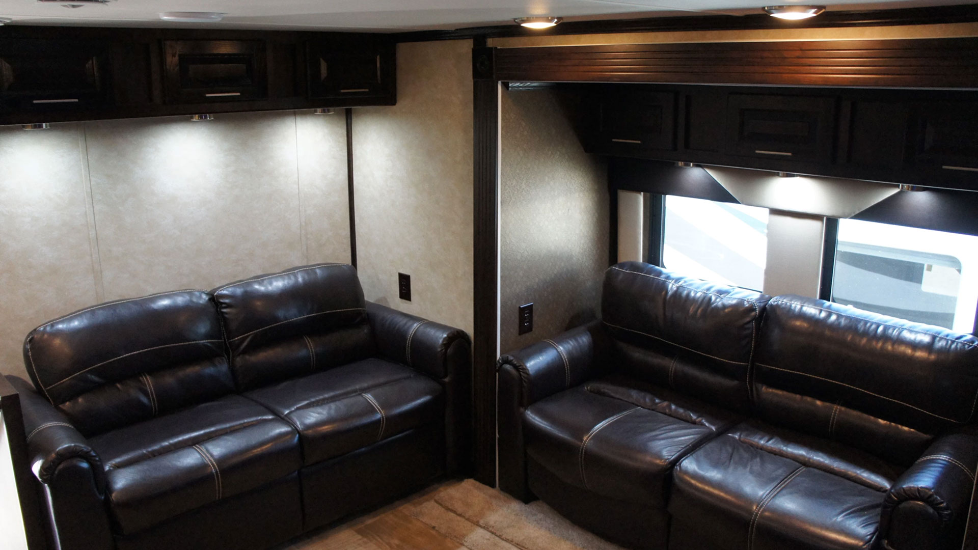 photo intérieur du Fifth Wheel VIP
